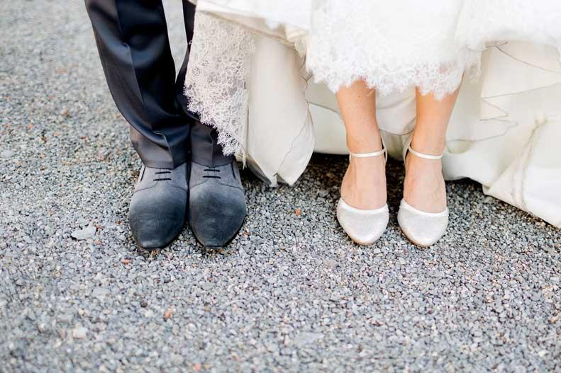 Brautpaar Füße © Hochzeitsfotograf Weinheim https://stilvolle-momente.de