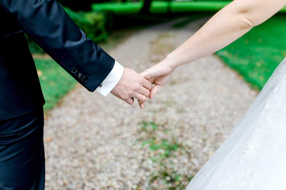 Brautpaar Hände © Hochzeitsfotograf Weinheim https://stilvolle-momente.de